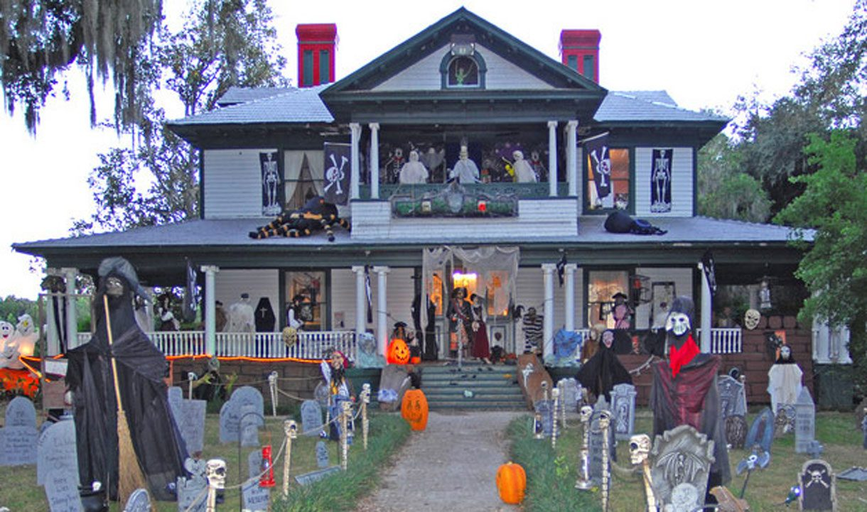 Halloween decorated houses -  Halloween Decorating Safety Tips Larecrecestparty Com Halloween House